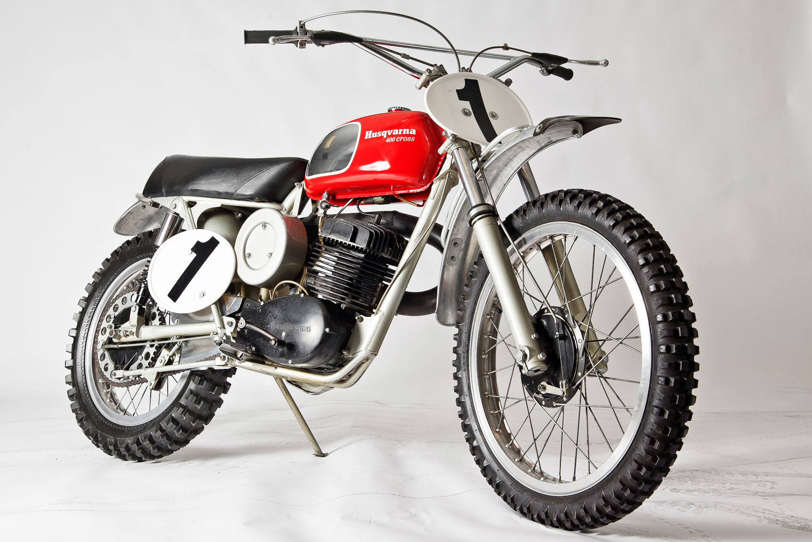 AMA Motorcycle Hall of Fame inducts Malcolm Smith's Husqvarna